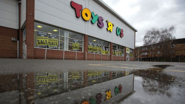 Toys R Us Shuts Down All Uk Stores After Failing To Find Buyer